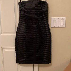 💥Little sexy Calvin Klien black-strapless dress